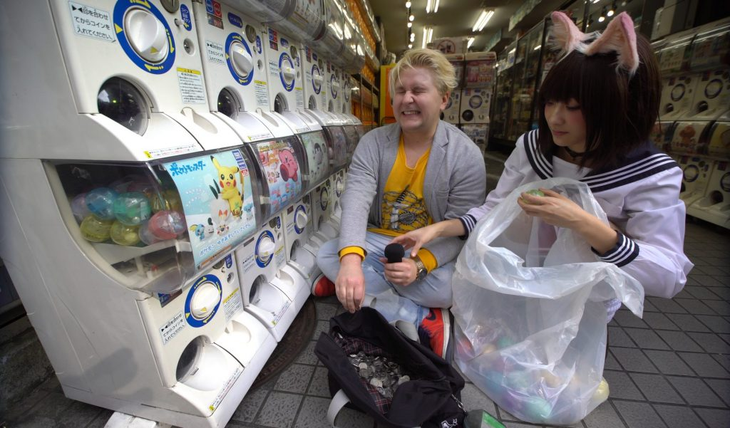 inserting coins into each and every gashapon machine is hard work for only the three of them