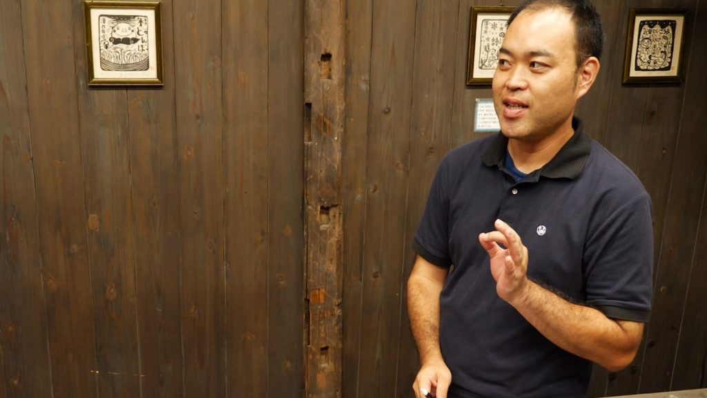 the judge at Sawanoi sake brewery gives his comments